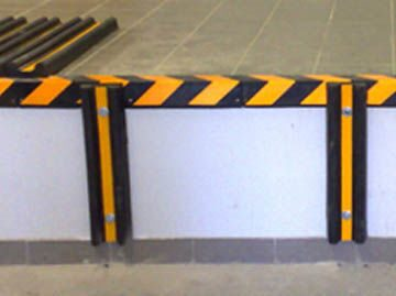 Резиновая защита стен